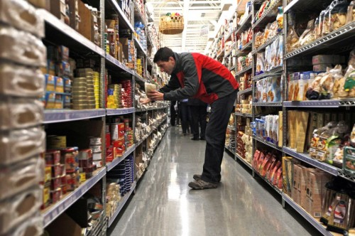 Republican-vice-presidential-candidate-Paul-Ryan-picks-out-spices-for-making-venison-sausage-at-the-Tenutas-Del-in-Kenosha-Wisconsin-on-October-7-2012.-AP-PhotoMary-Altaffer-960x639
