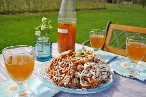 May day celebration in with Finnish  tippaleivät (fried cookies) and sima (sparkling Finnish mead) by kahvikisu